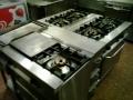 cocina de dos fuegos repagas con horno y en uno de los fuegos una plancha