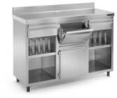 Mesa cafetero abierta con estantes