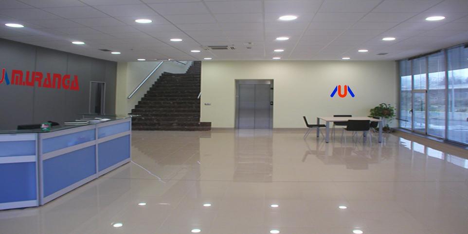 Visite nuestra exposición de 1200 m2,  en la que podrá comprobar la calidad y acabados de los productos que le ofrecemos en Instalaciones comerciales Miguel Uranga.